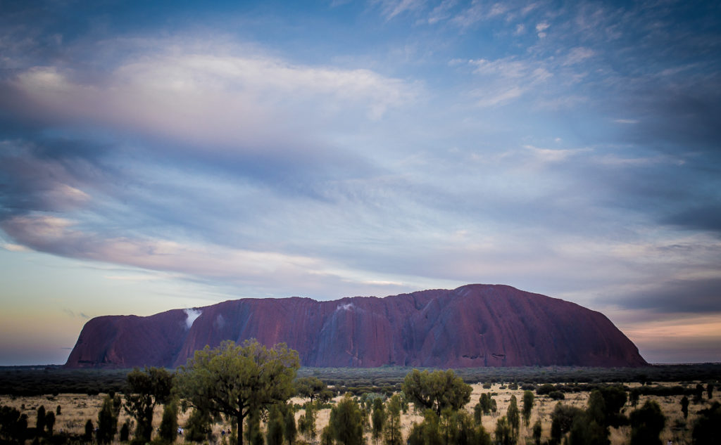 lever du soleil sur uluru depuis la plateforme de Talinguru