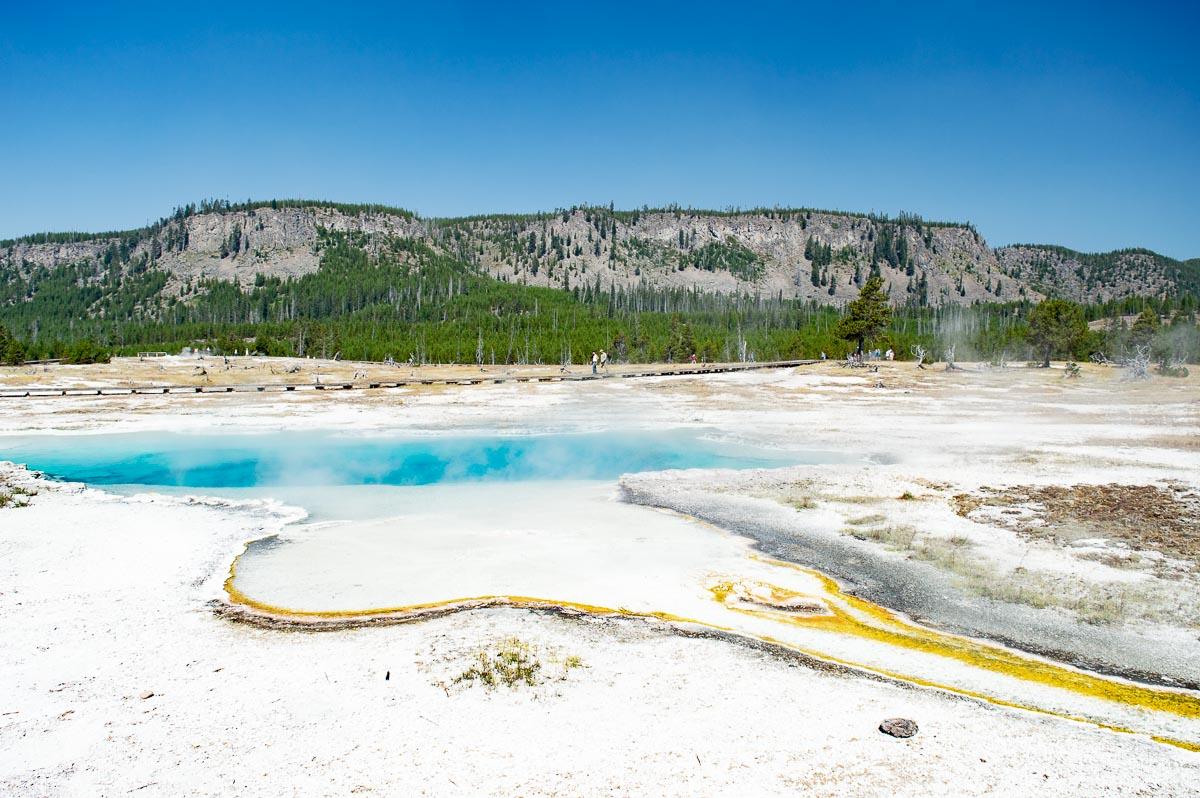 bassins géothermiques bleu et jaune