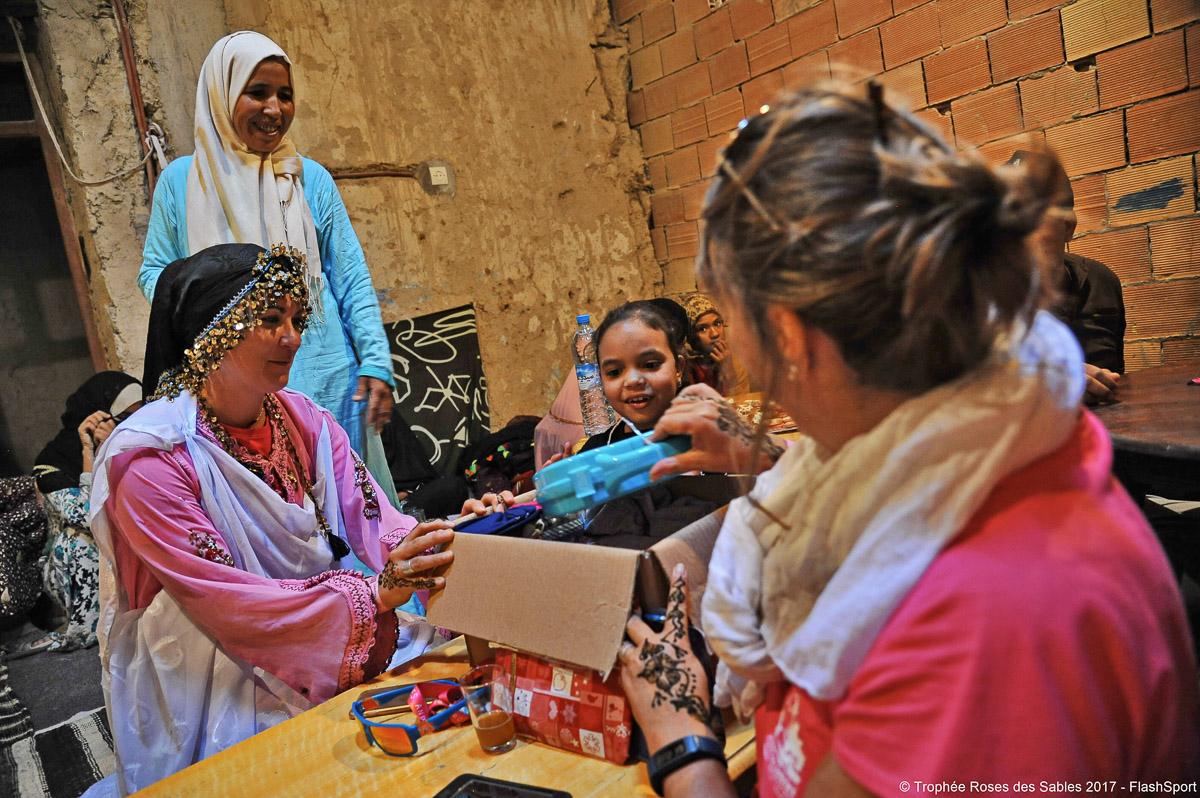 remise du matériel à l'association enfants du désert