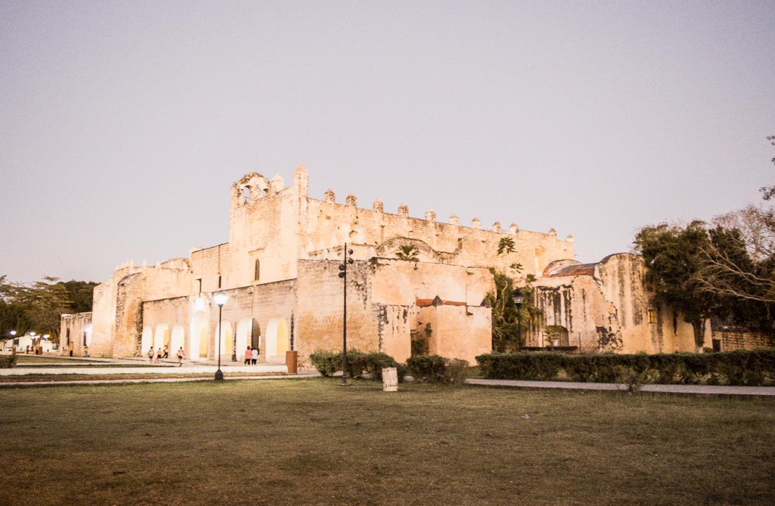 vue éclairée du couvent San Bernardino de valladolid