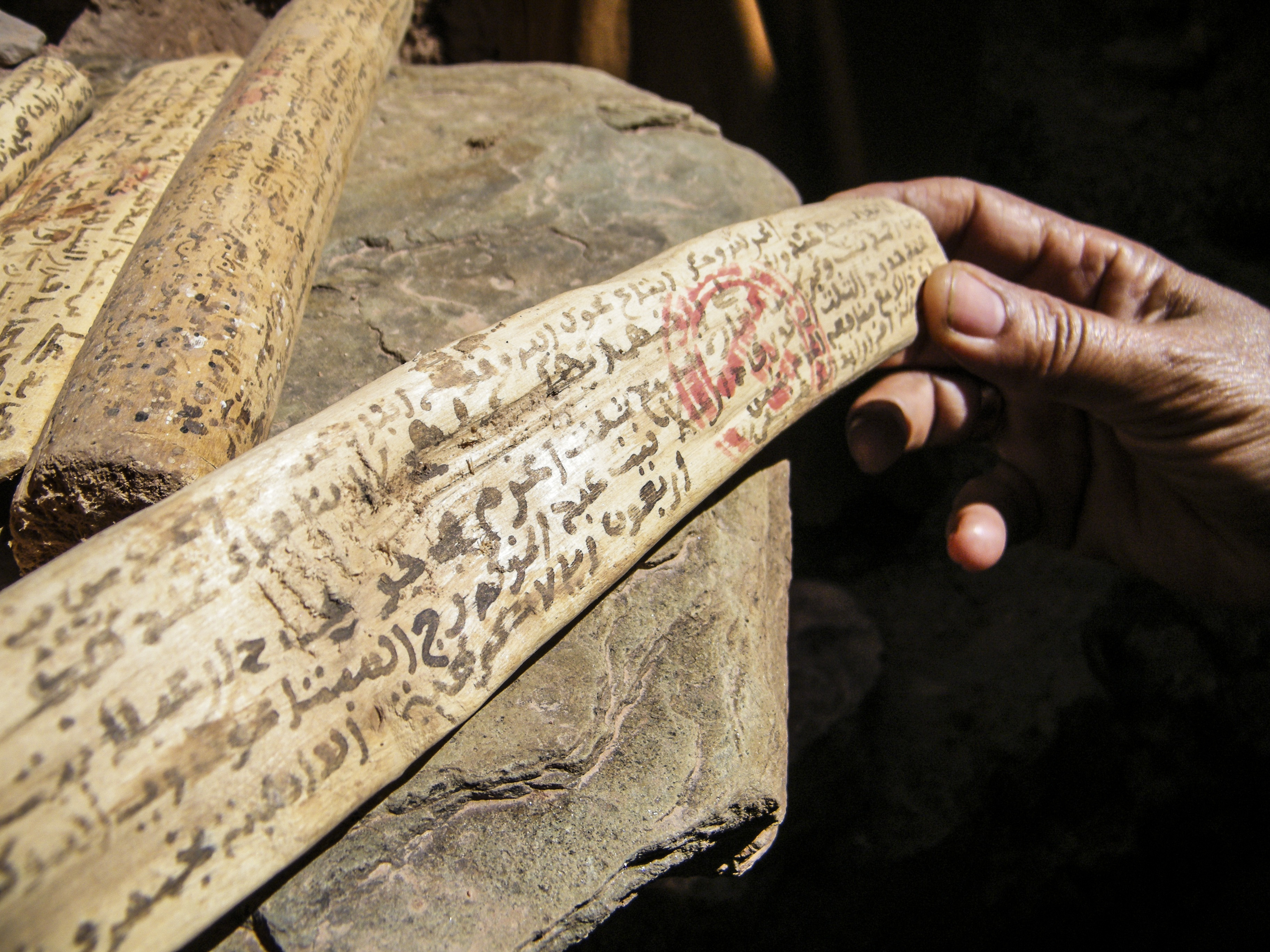 inscription sur bois en berbère