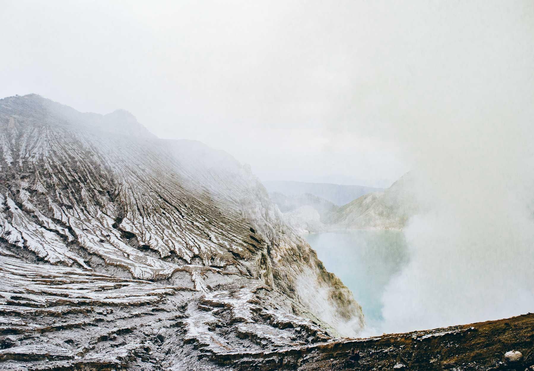 vue sur la caldeira du volcan Ijen