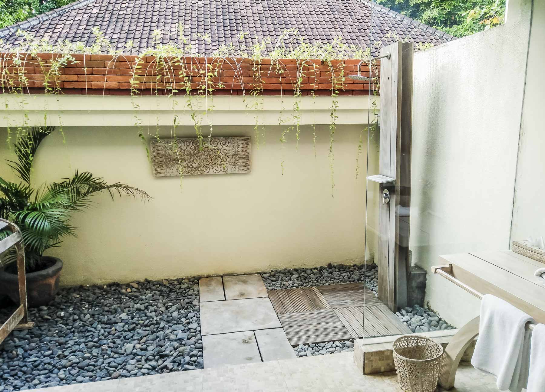 salle de bain au taman sari