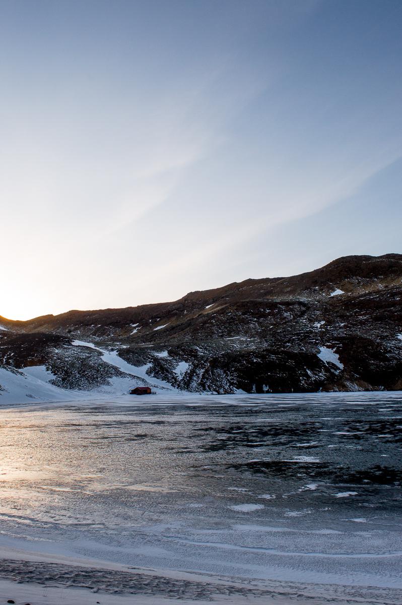 lac gelé sur la péninsule de reykjanes