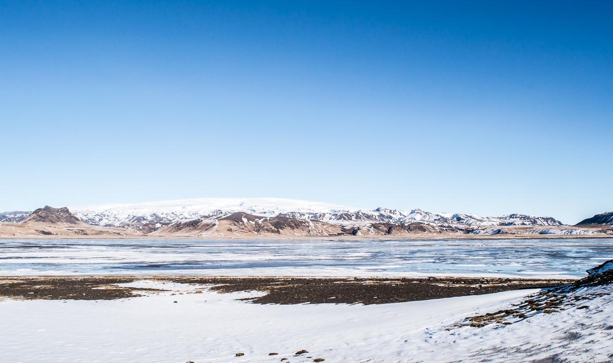 plaine gelée vers Dirholaey
