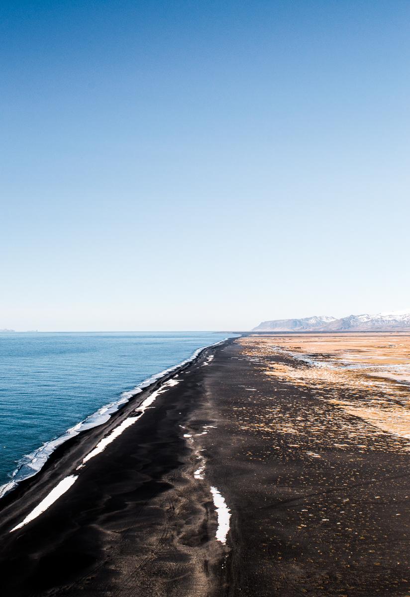 plage noire de vik