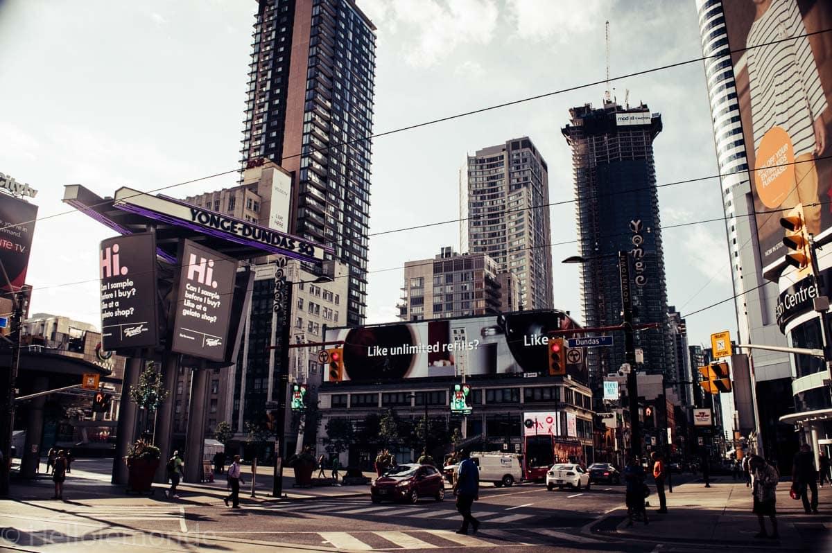 Dundas square a Toronto