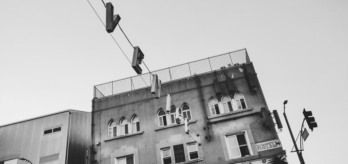 venice sign en noir et blanc