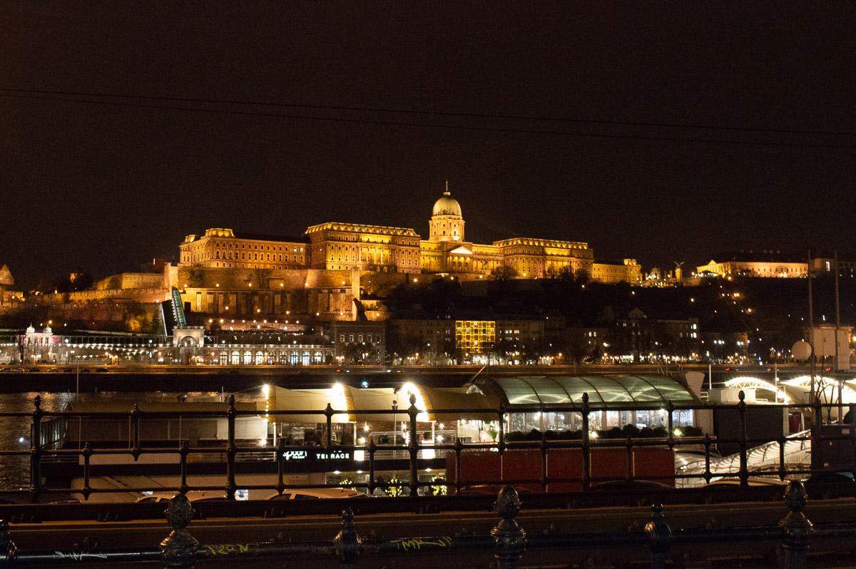 parlement de Budapest éclairé