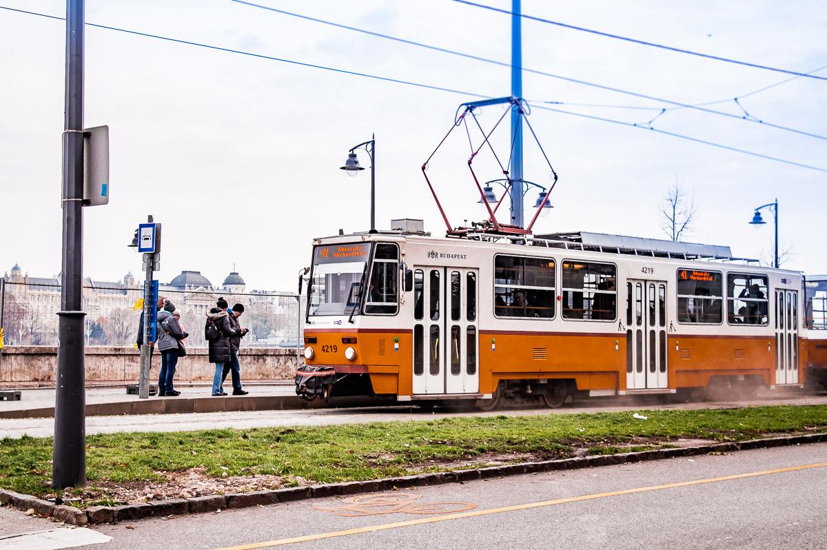Tram sur les rives du Danube