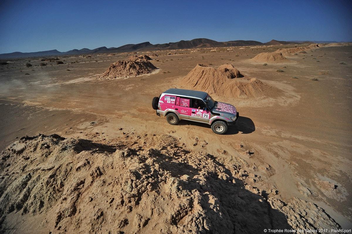 4X4 sur une piste lors du trophée roses des sables