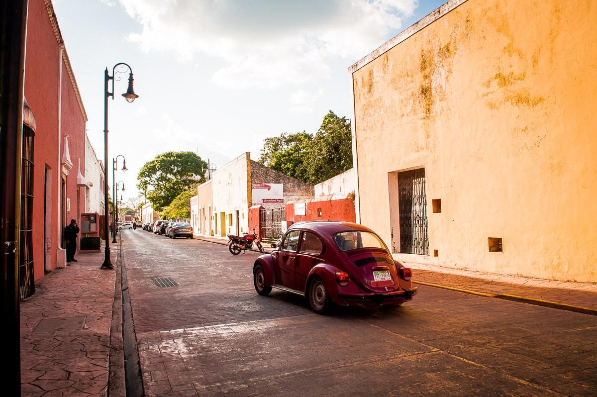rue de Valladolid et ses voitures anciennes