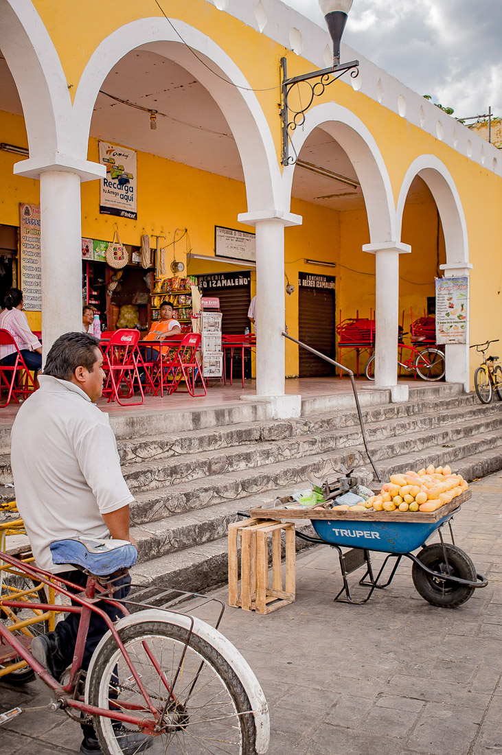 vendeur de fruits à izamal