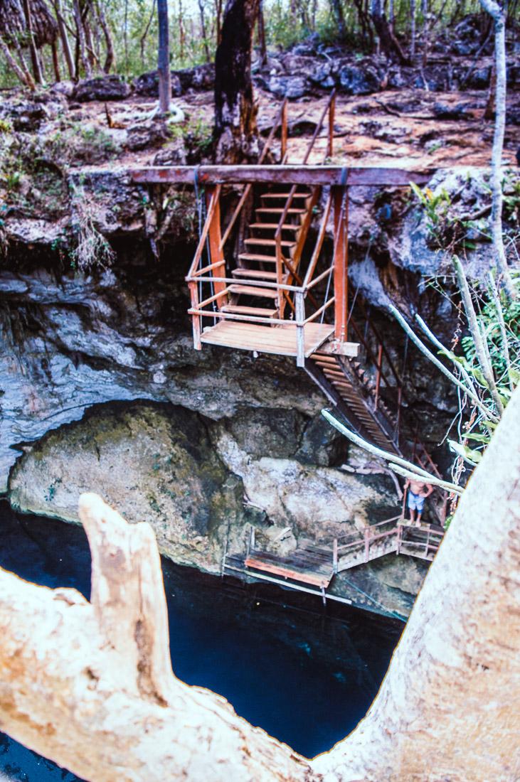 escalier du cenote noh mozon