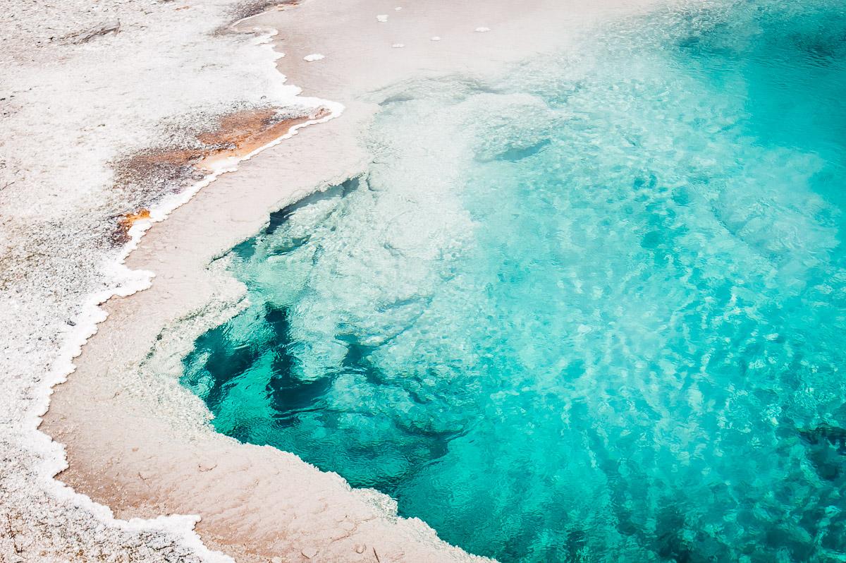 pool bleu turquoise à west thumb