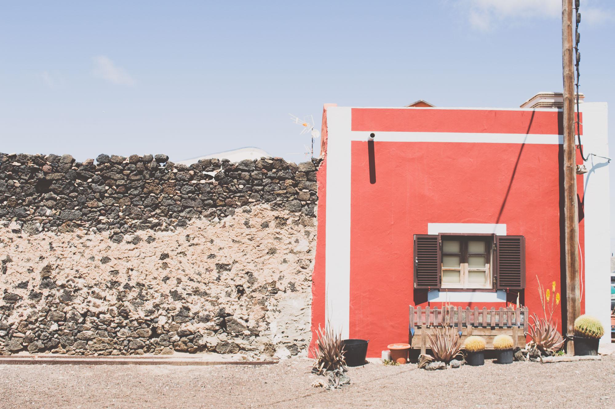 maison rouge aux iles canaries
