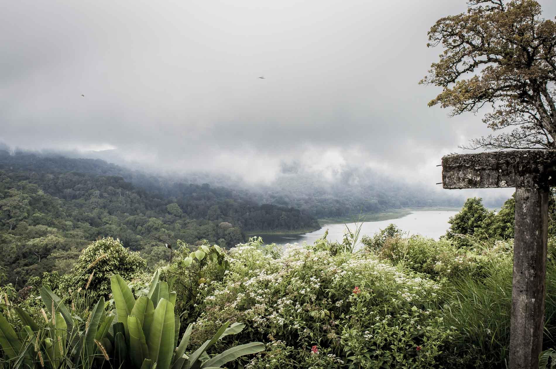 route panoramique vers le lac beratan