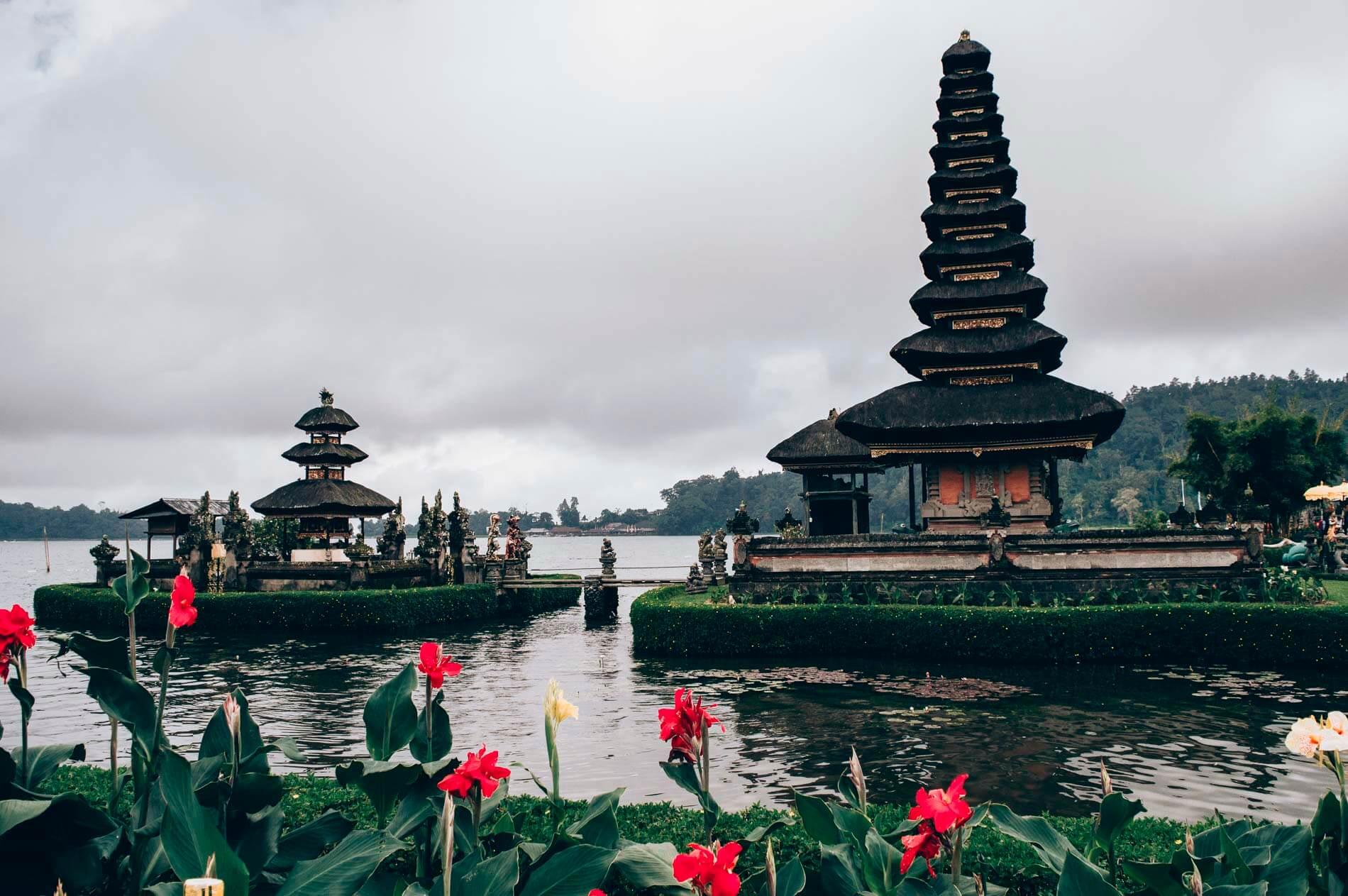 au centre de Bali, le temple sur l'eau ulun danu bratan